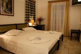 Economy double with Garden view bedroom