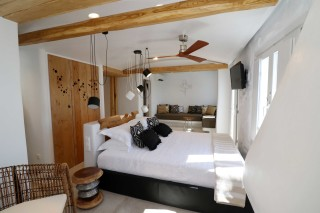 Seaside-Residence-with-Jacuzzi-alkyoni-beach-hotel-bedroom