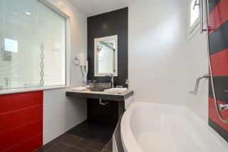 honeymoon suite alkyoni beach bathroom