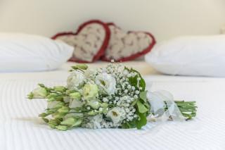honeymoon suite alkyoni beach bed