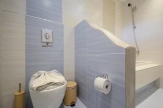 junior suite alkyoni beach bathroom